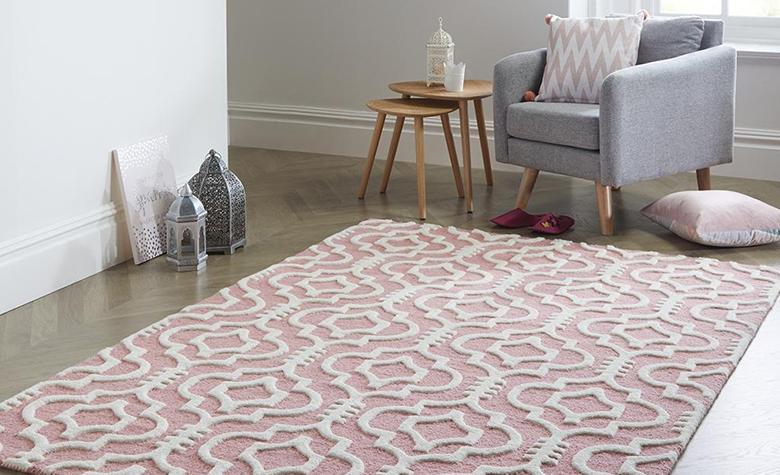 Čišćenje tepiha kod kuće: savjeti i preporuke za svaki tip